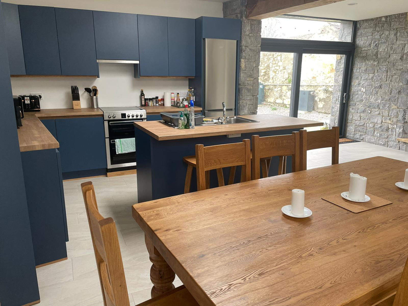 Kitchen and dining area at Heron Brook Lodge - Luxury Stay